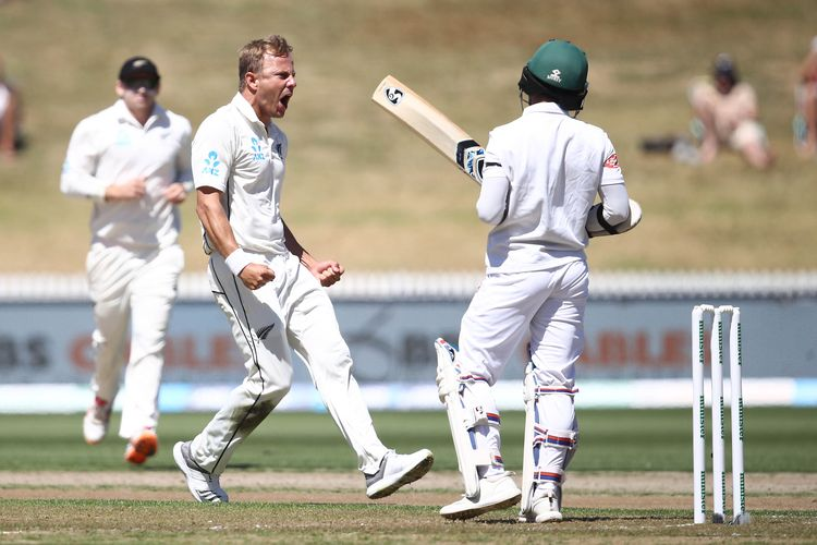 Neil Wagner celebrates his wicket of Mominul Haque during day one of the First Test match in the series between New Zealand and Bangladesh at Seddon Park