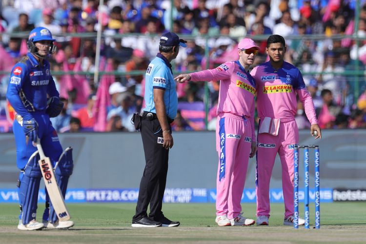 Steve Smith captain of Rajasthan Royals talks with Riyan Parag of Rajasthan Royals during match 36 of the Vivo Indian Premier League Season 12, 2019 between the Rajasthan Royals and the Mumbai Indians held at the Sawai Mansingh Stadium in Jaipur on the 20th April 2019