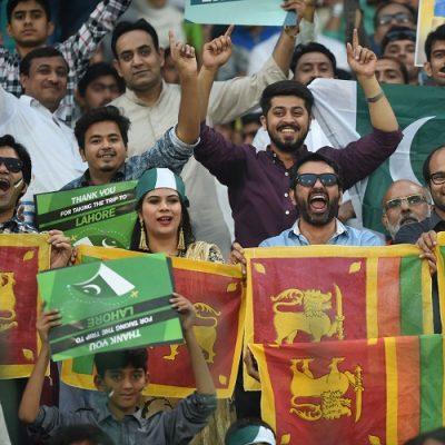 Pakistan Sri Lanka fans flags